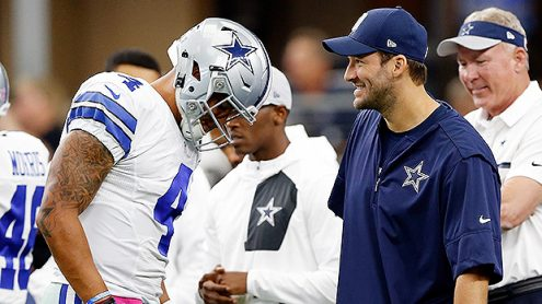 ARLINGTON, TX - OCTOBER 09:   (L-R) Dak Prescott #4, quarterback of the Dallas Cowboys talks with injured quarterback Tony Romo #8 prior to the game against the Cincinnati Bengals at AT&T Stadium on October 9, 2016 in Arlington, Texas. (Photo by Wesley Hitt/Getty Images)